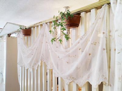 アマナ店内 レースのカーテン